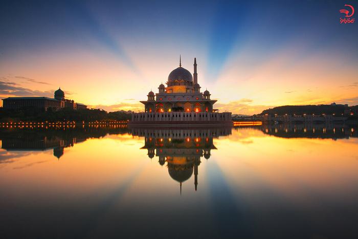 مساجد شناور دنیا