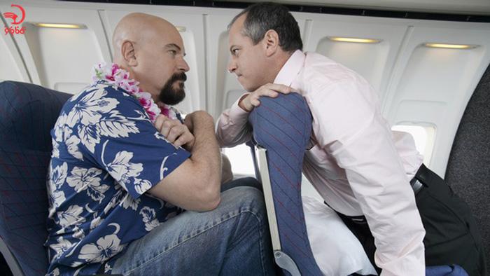 استفاده از محافظ زانو از دلایل اخراج از هواپیما