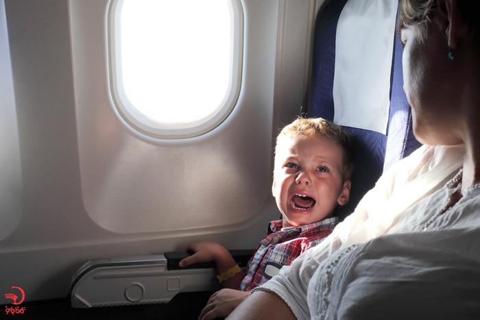 شکایت در مورد گریه کودک از دلایل اخراج از هواپیما