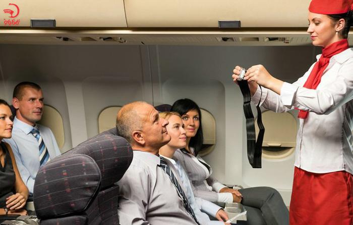 عدم پیروی از دستورات خدمه کابین از دللایل اخراج از هواپیما
