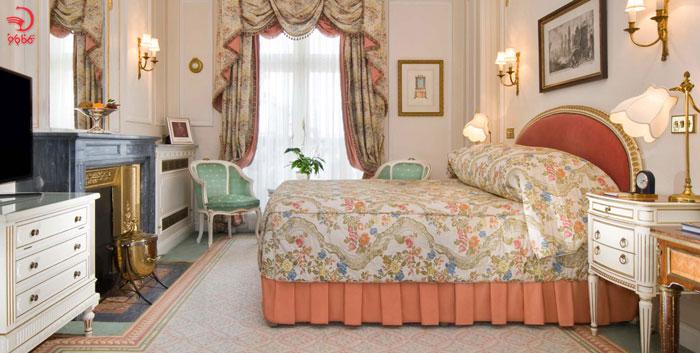 اتاق کوئین در هتل