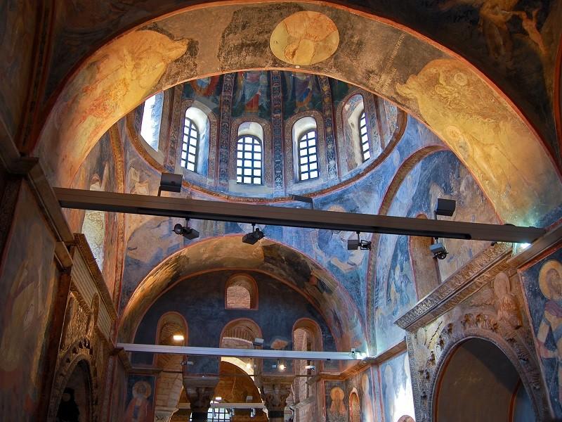 فضای داخلی کلیسای چورا