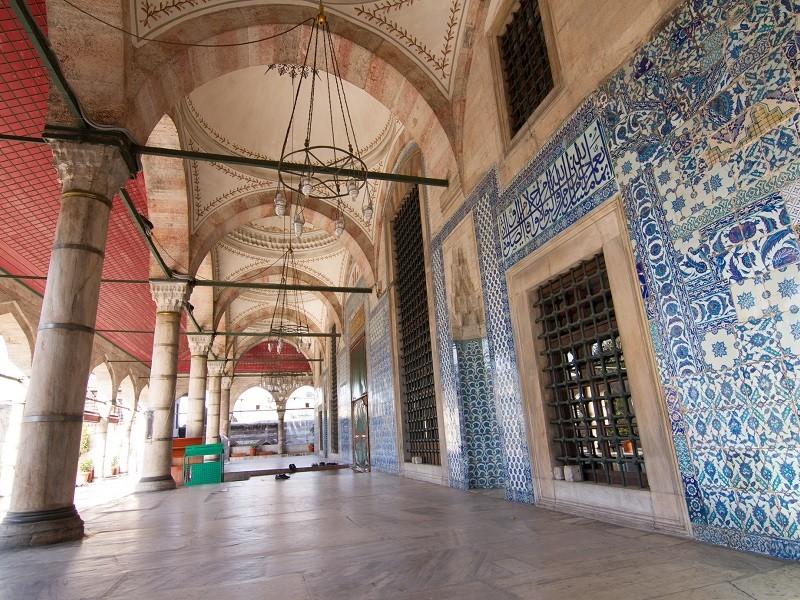 معماری خارجی مسجد رستم پاشا