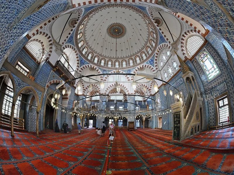 معماری داخلی مسجد رستم پاشا