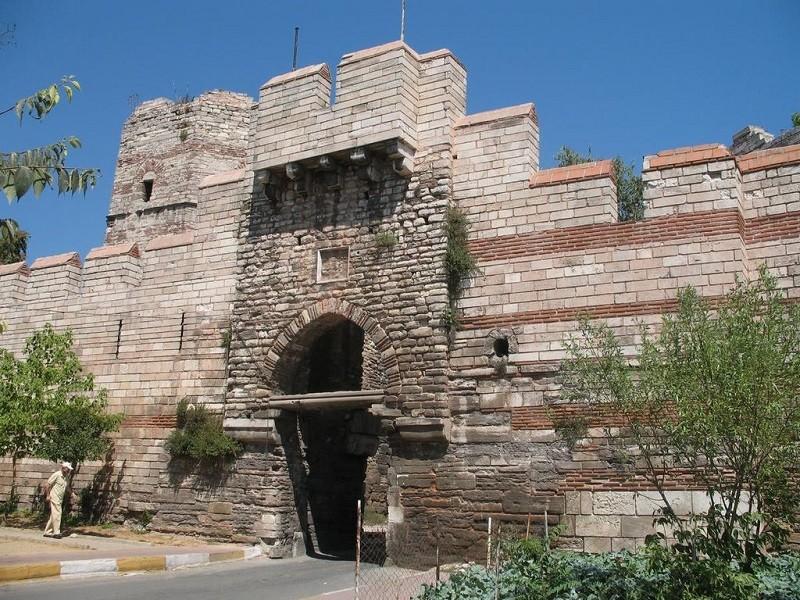 دروازه ی ملانتیاس