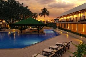 هتل مانیلا مانیل